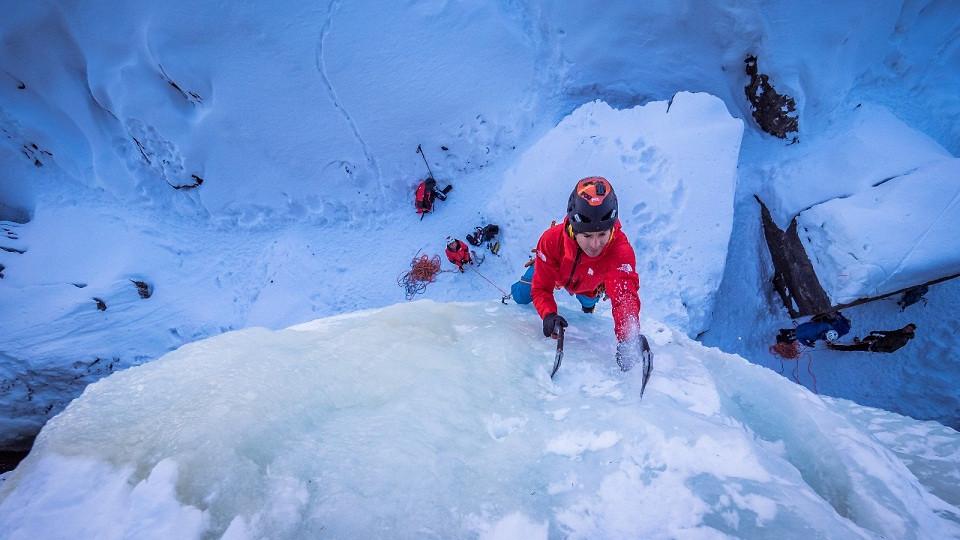 Escalada en hielo requiere de técnica, fuerza y precisión©T.Rubí