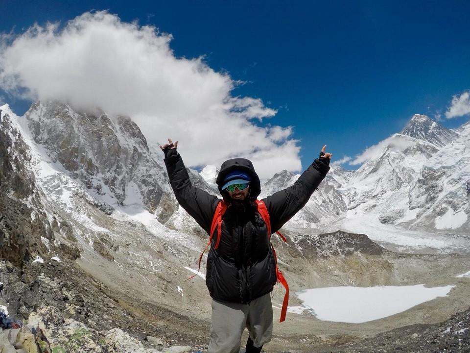 Cumbre del Kala Pather 5.590 msnm con el Pumori de fondo